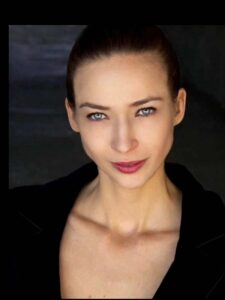 ACTRESS Iris Svis