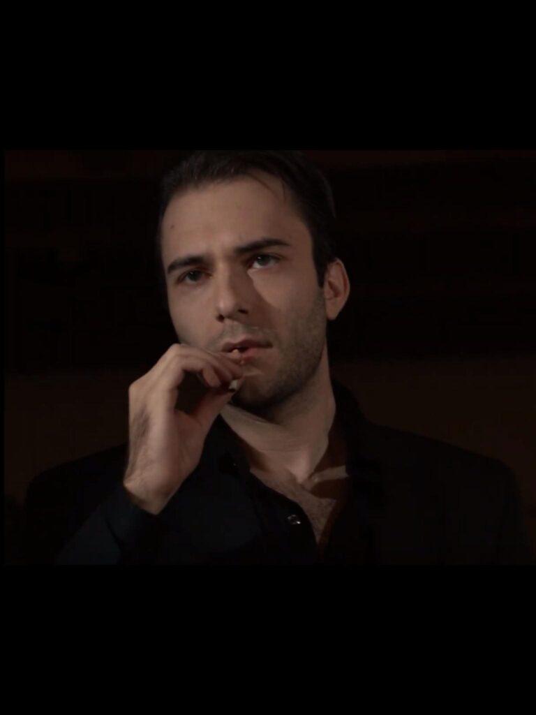 Tim Novotny as Tom Kelly